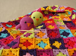 Learn To Make Blankets, Scarves, Hats And Sweaters With Simple Crochet Patterns